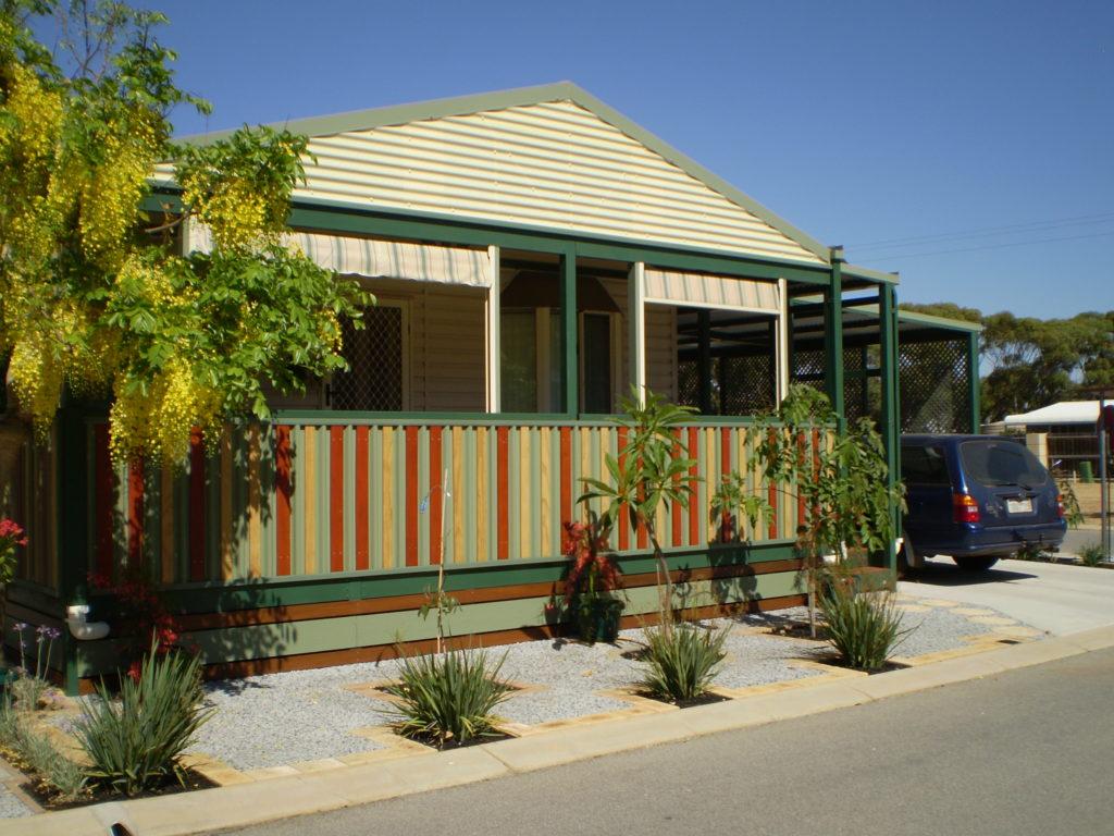 Unit 26 - Moora Lifestyle Village park home with front garden